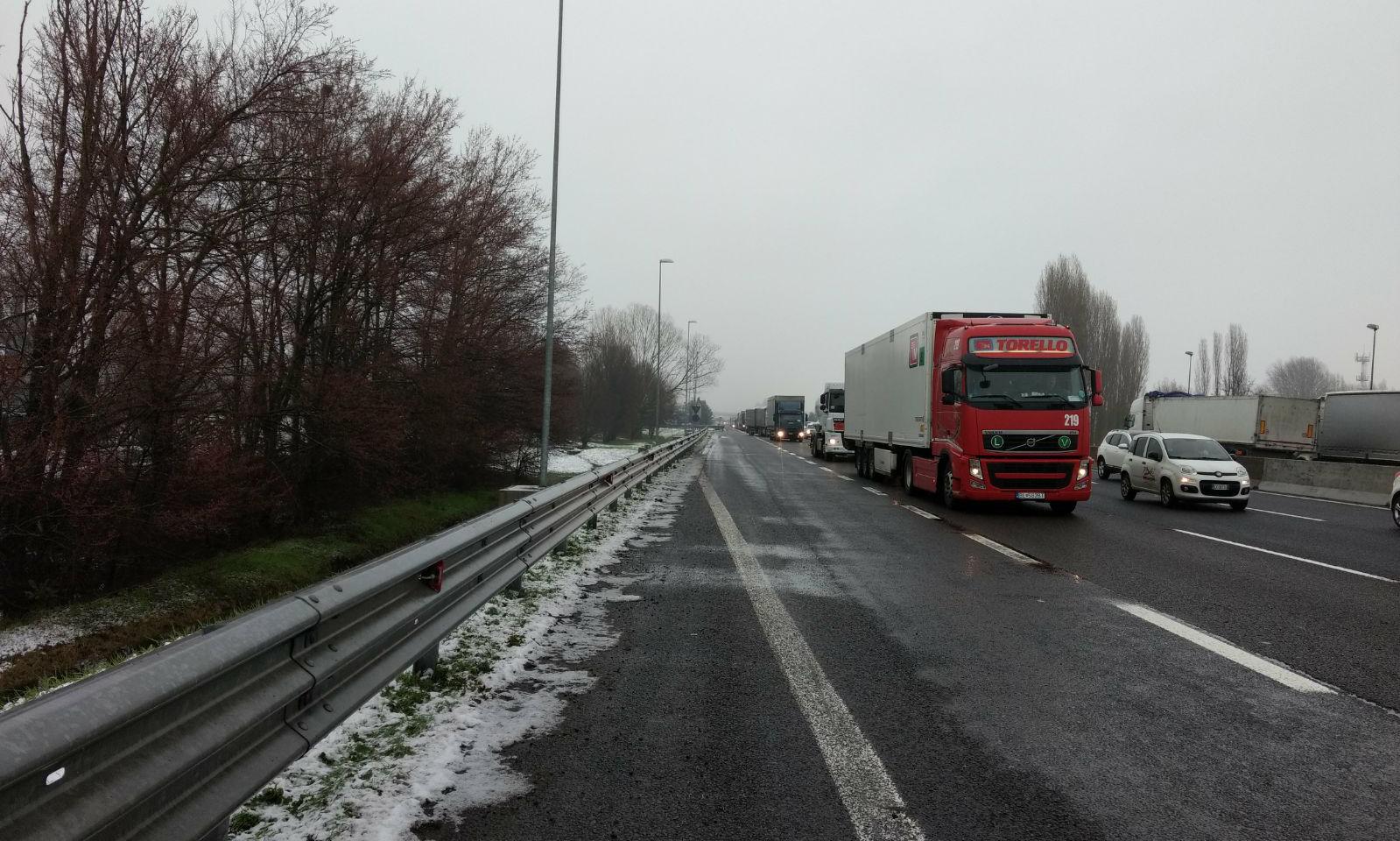 Buche in Autostrada A1 tra Bologna e Modena