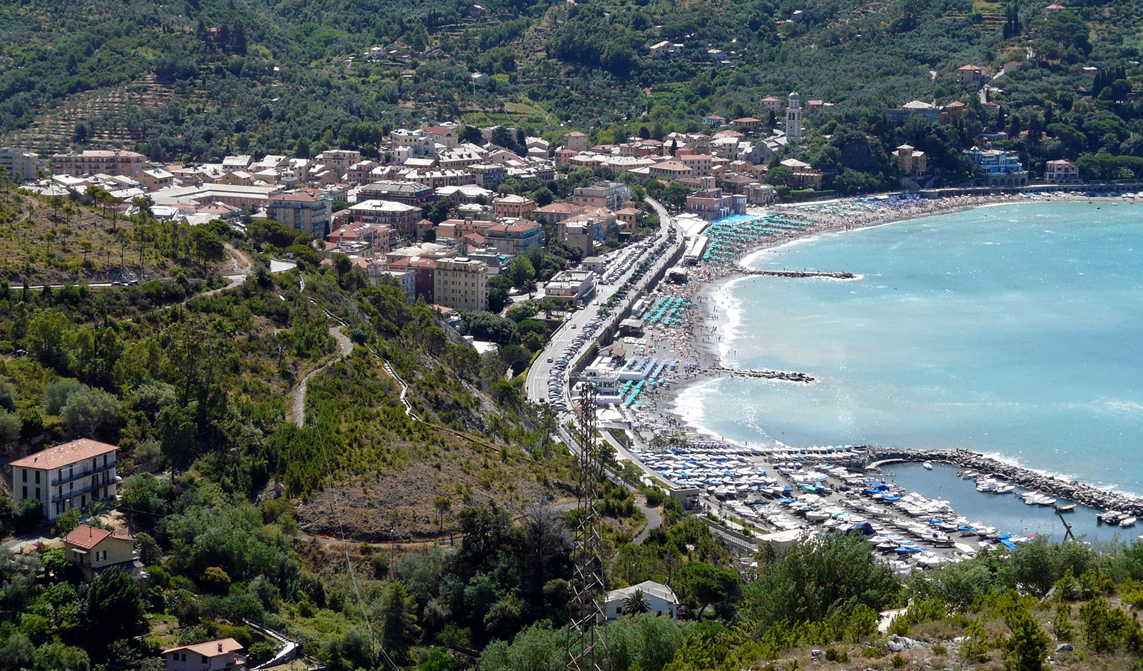 Levanto, Liguria: ordinanza comunale vieta la sosta a camper e roulotte