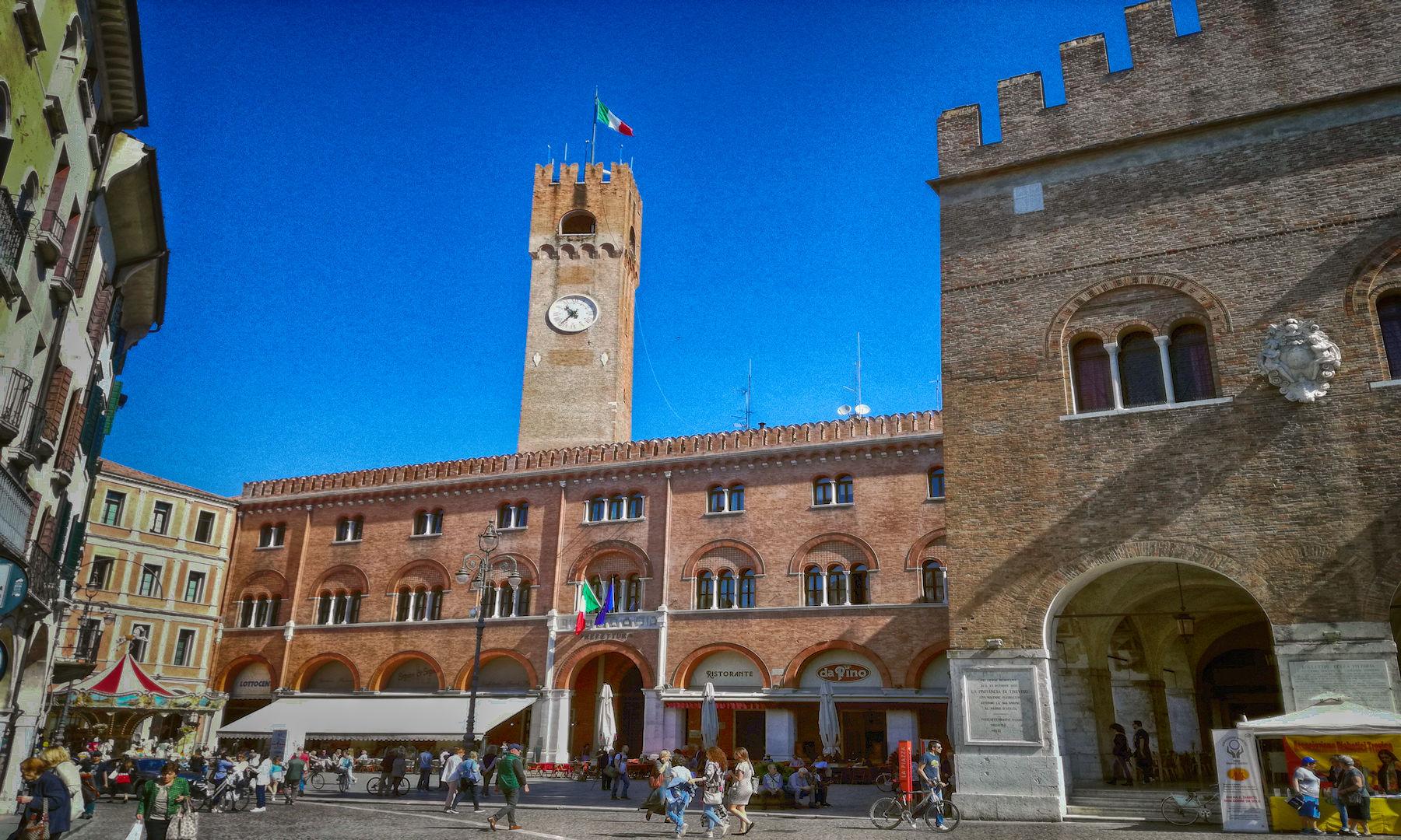 Treviso in camper - Piazza dei Signori Treviso Copertina