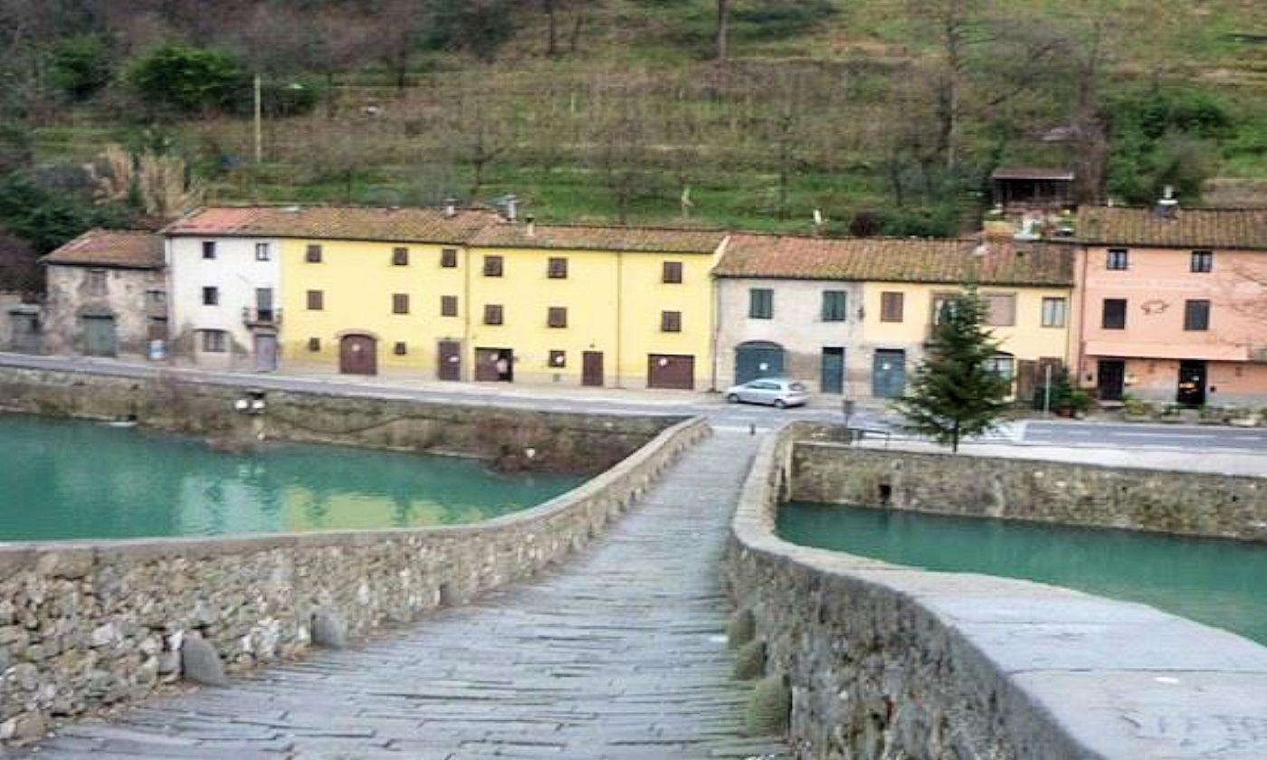 Raduno camper a Borgo a Mozzano - Ponte della Maddalena da sopra