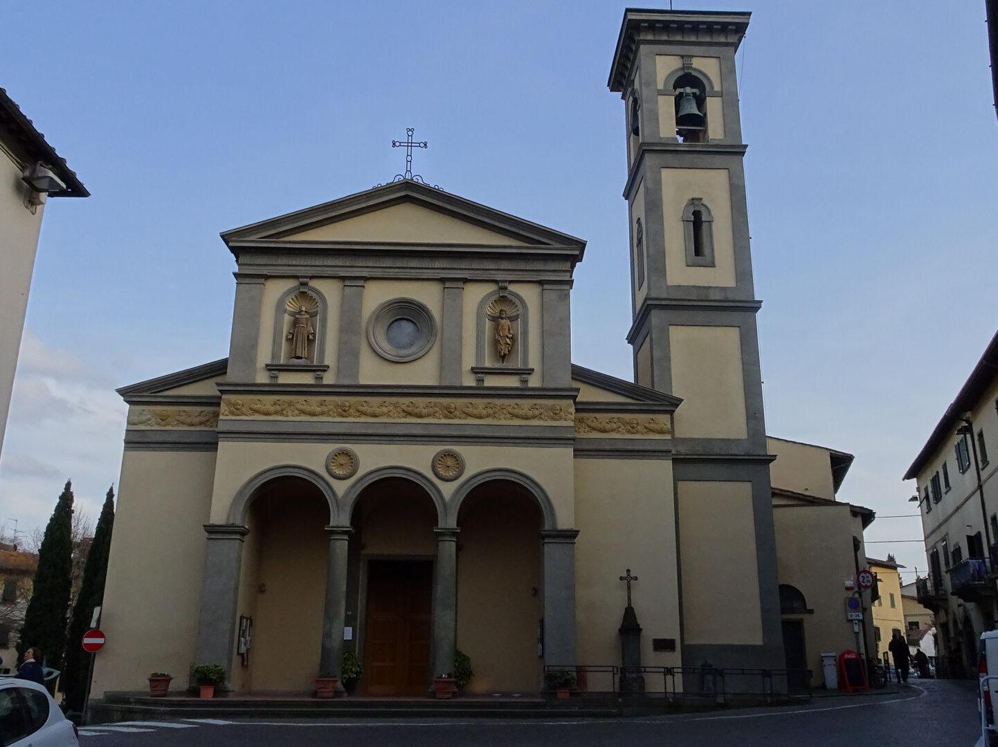Raduno camper a Borgo a Greve in Chianti e Panzano - Chiesa di Santa Croce