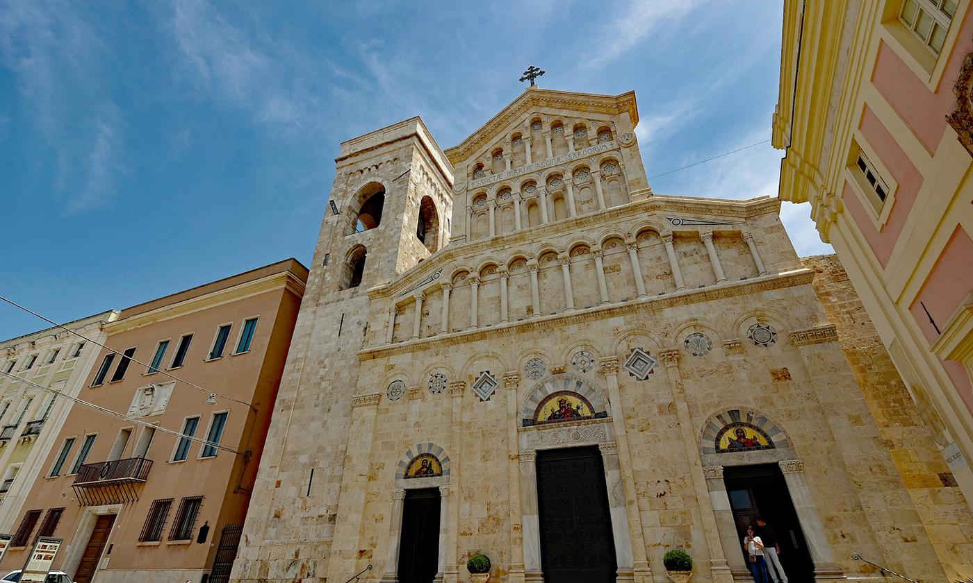 Il Club Camperisti Sardi dona un defibrillatore alla Cattedrale di Cagliari