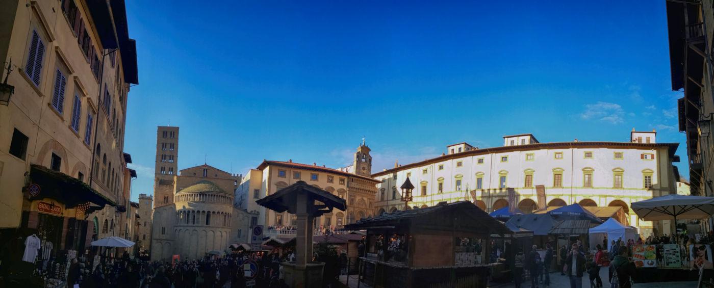 Arezzo e provincia viaggio itinerante in auto camper o roulotte - Piazza Grande