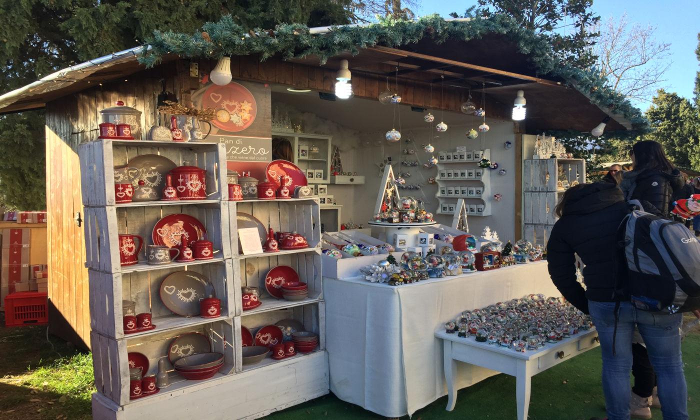 Govone e i mercatini di Natale in camper - Casette decorazioni