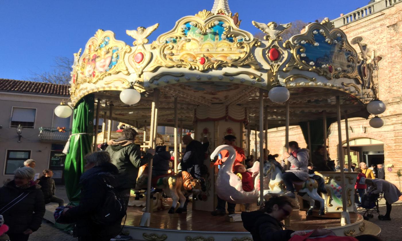Govone e i mercatini di Natale in camper - Giostra cavalli Govone