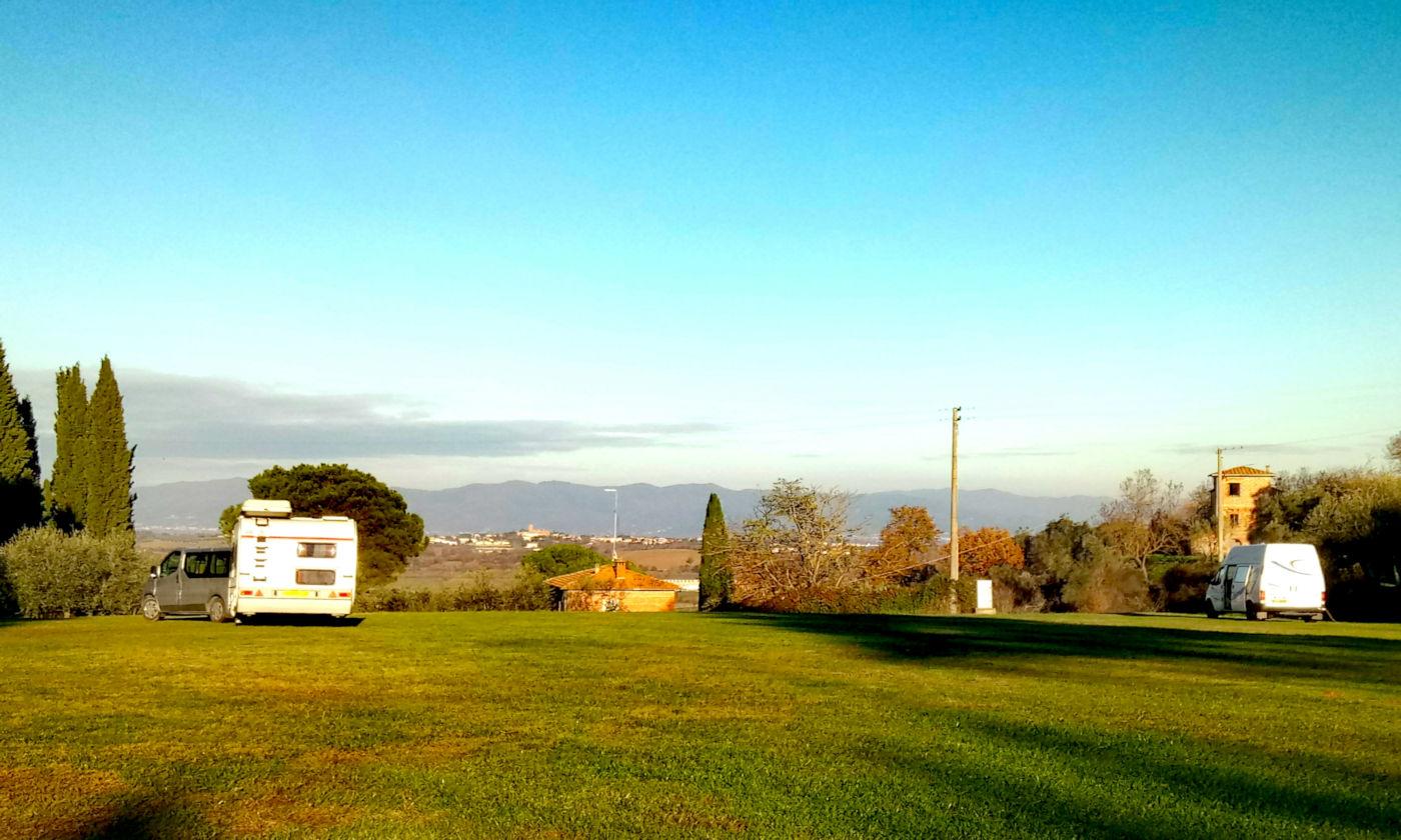 Toscana tra terme e borghi in caravan o camper - Area camper Luciniano vista