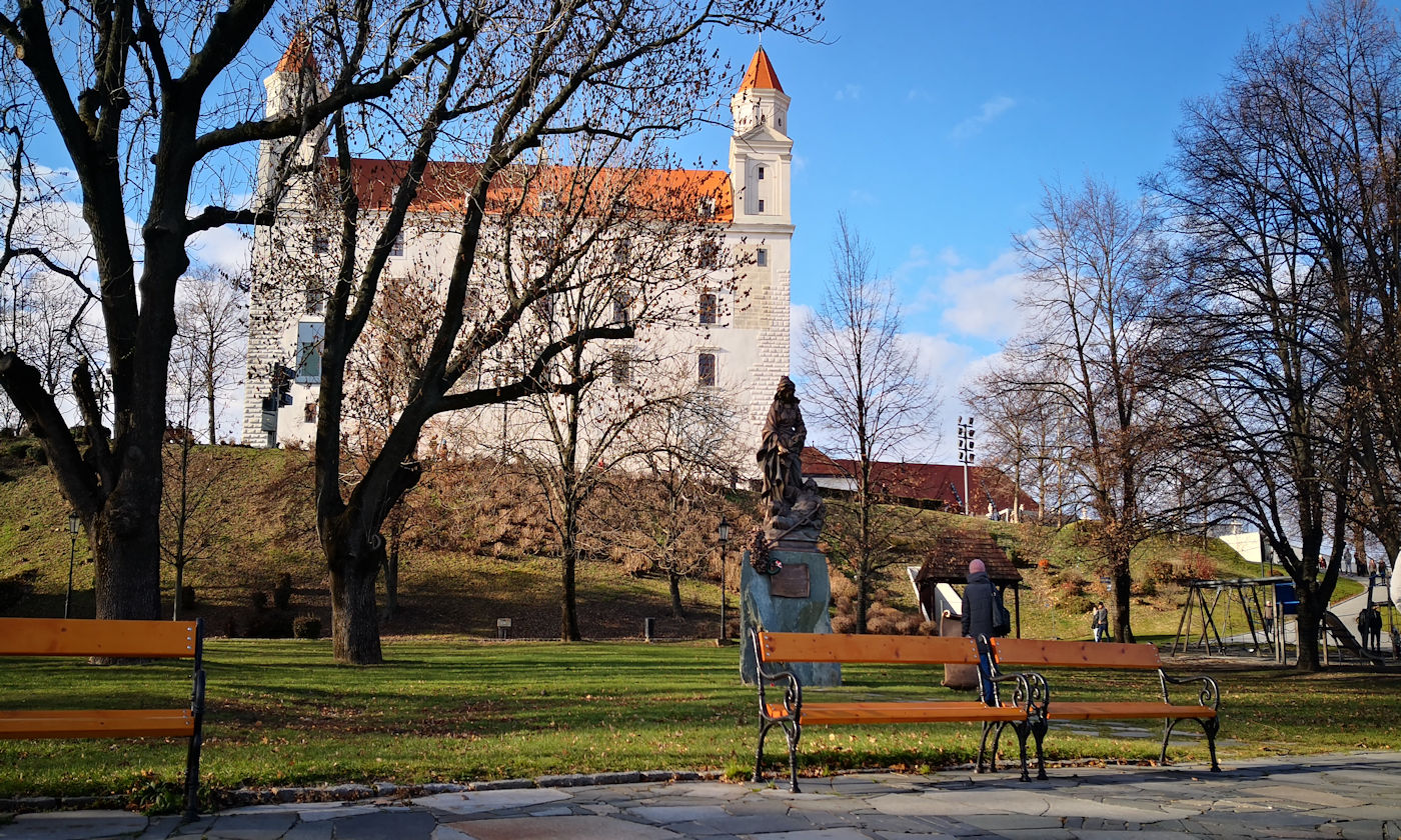 In camper e in auto lungo il Danubio Bratislava - Castello di Bratislava giardin