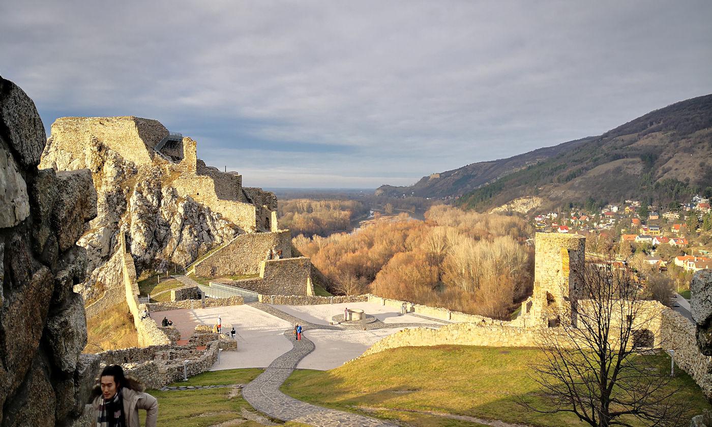 In camper e in auto lungo il Danubio Bratislava - Castello di Devin