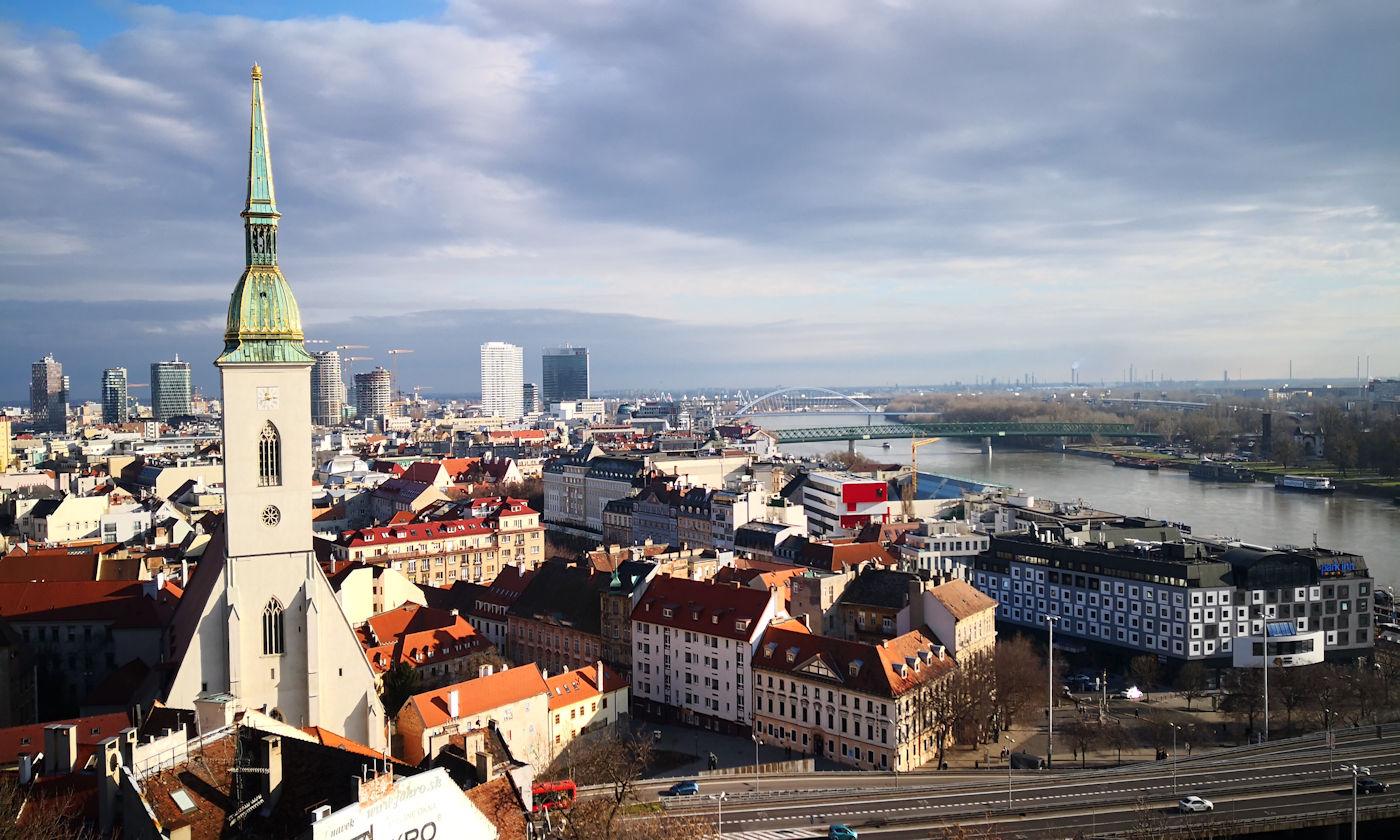 In camper e in auto lungo il Danubio Bratislava - Panorama Cattedrale San Martino
