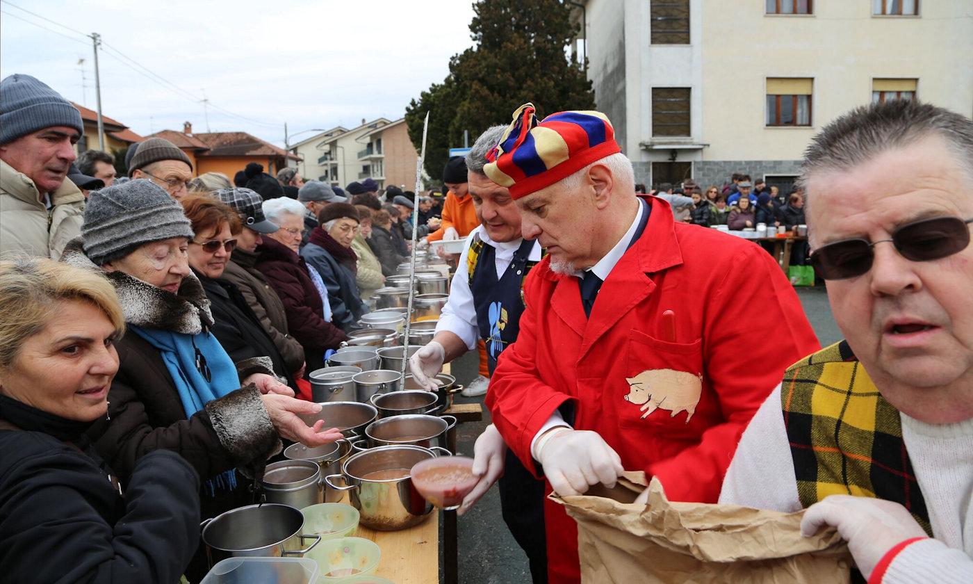 Raduno camper al carnevale di Santhià 2019 - Fagiolata distribuzione
