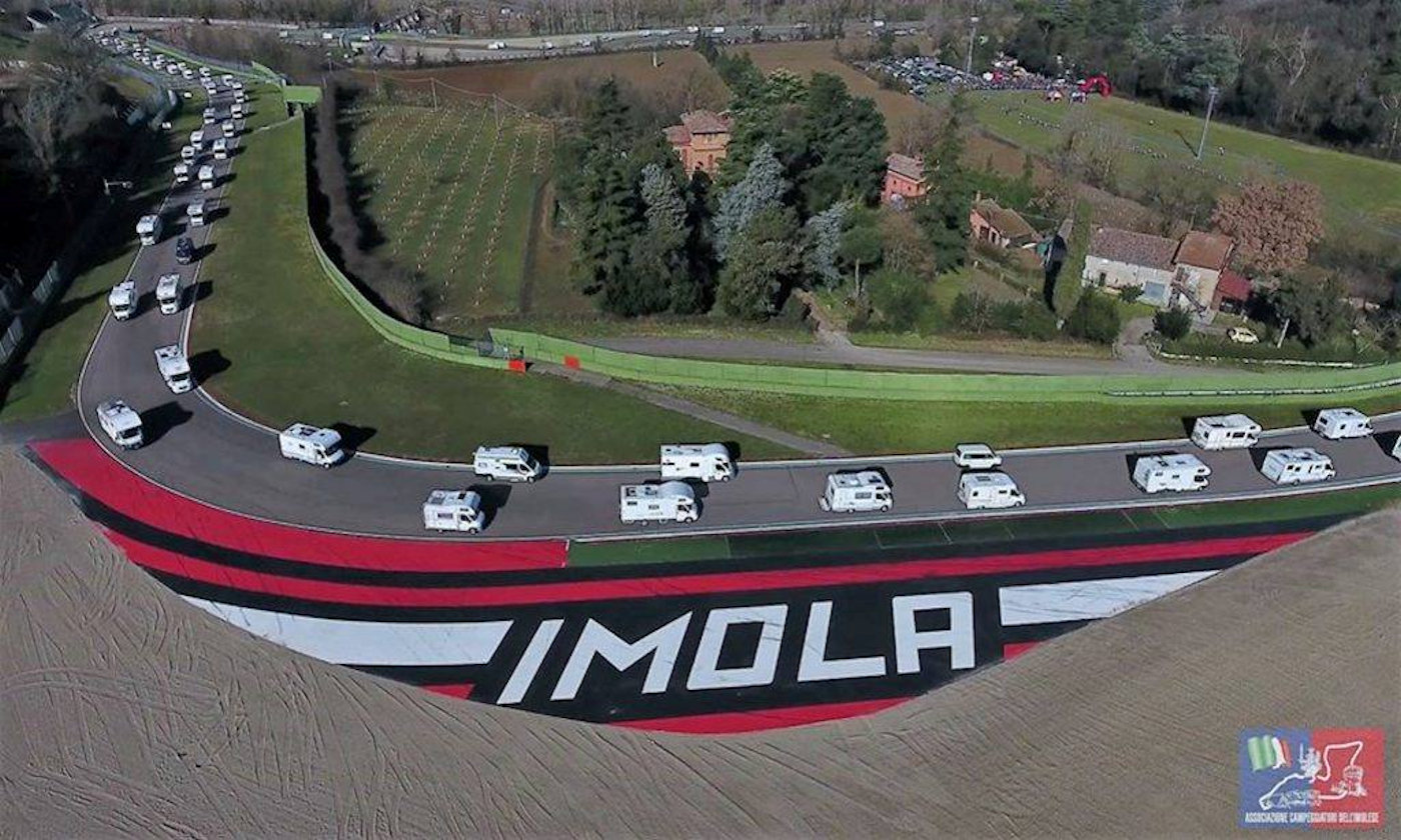 Raduno dei Fantaveicoli e giro in camper autodromo di Imola