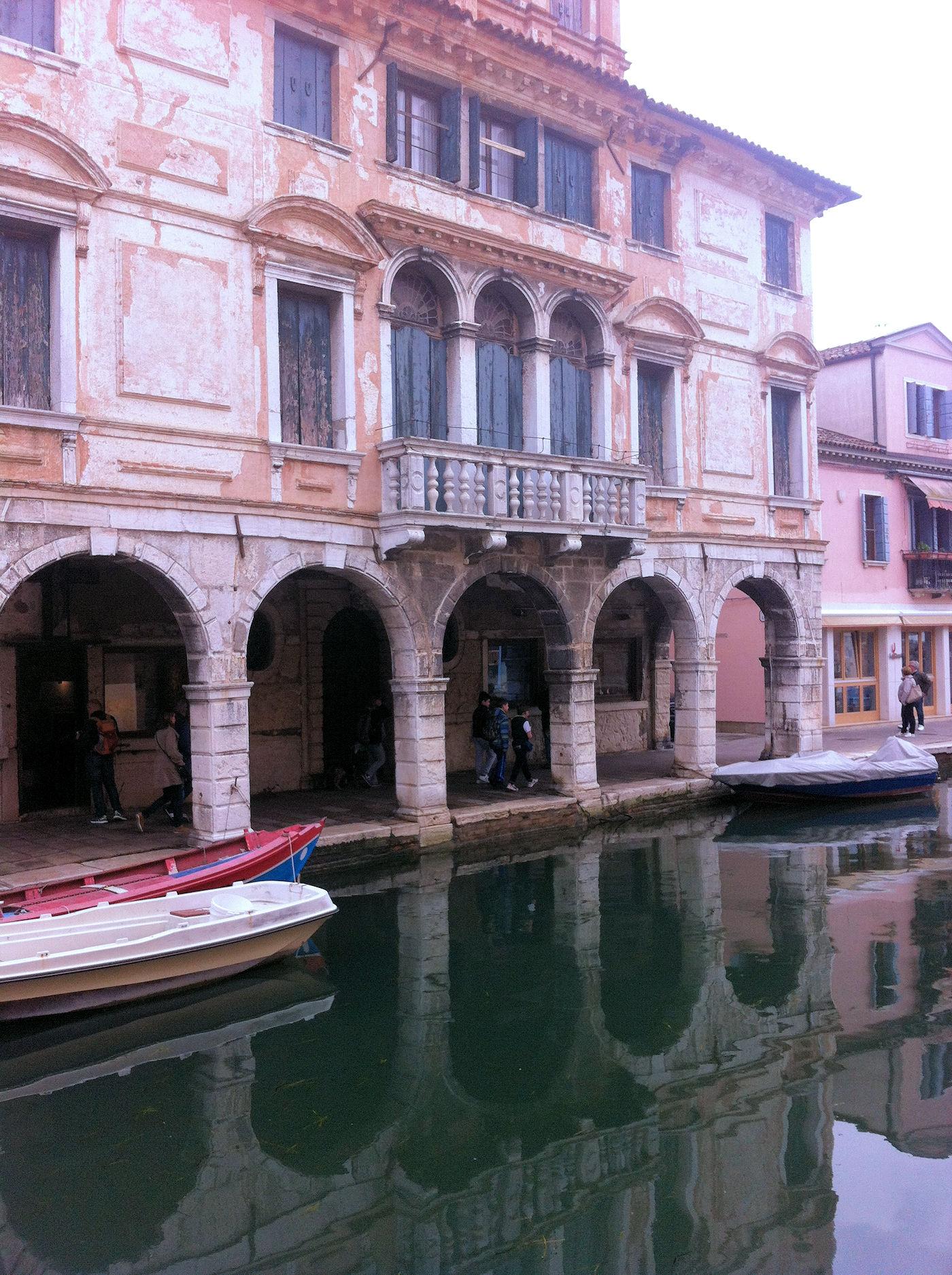 Chioggia in camper - Scorci canale palazzo