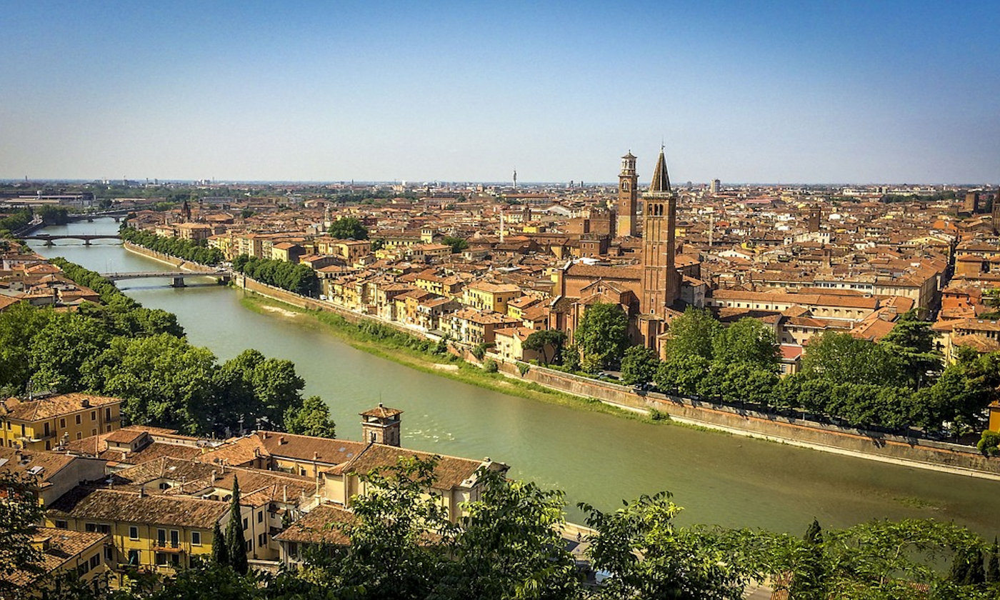 Verona in camper romanticamente weekend - Copertina