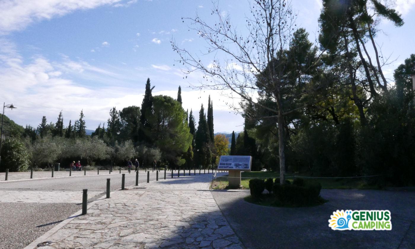 Viaggio itinerante in Grecia gli scavi di Olimpia - Sentiero per scavi archeologici