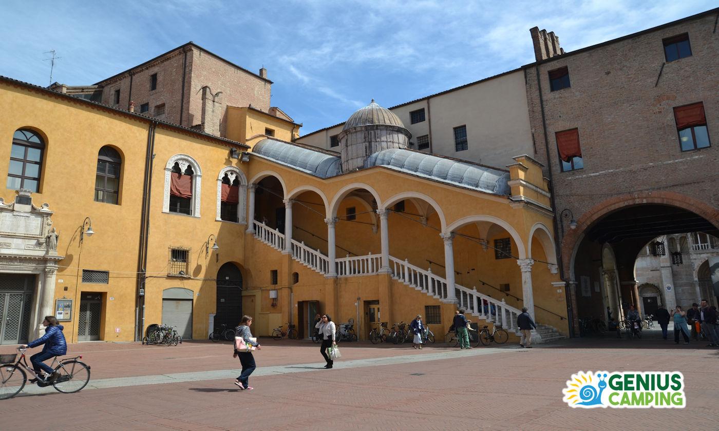 Ferrara in camper - Piazza Palazzo Municipale