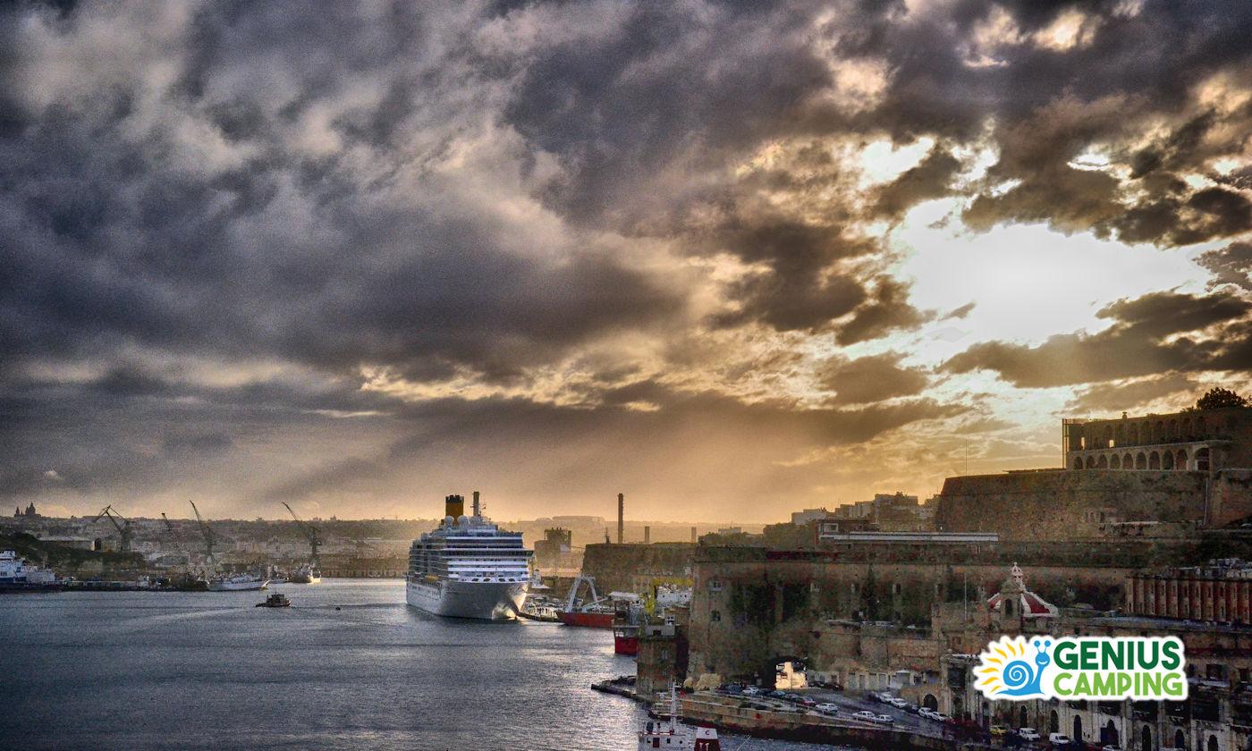 Turismo itinerante in Crociera - Copertina attracco a Malta