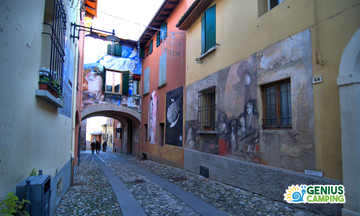 Dozza in camper il borgo dai muri dipinti - Dozza murales