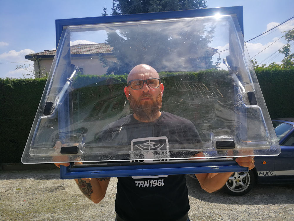 Trasformare un camion in un camper - Oblò