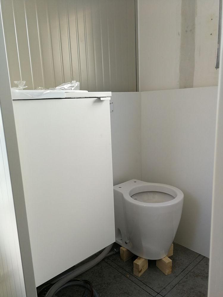 Trasformare un camion in un camper - servizi igienic