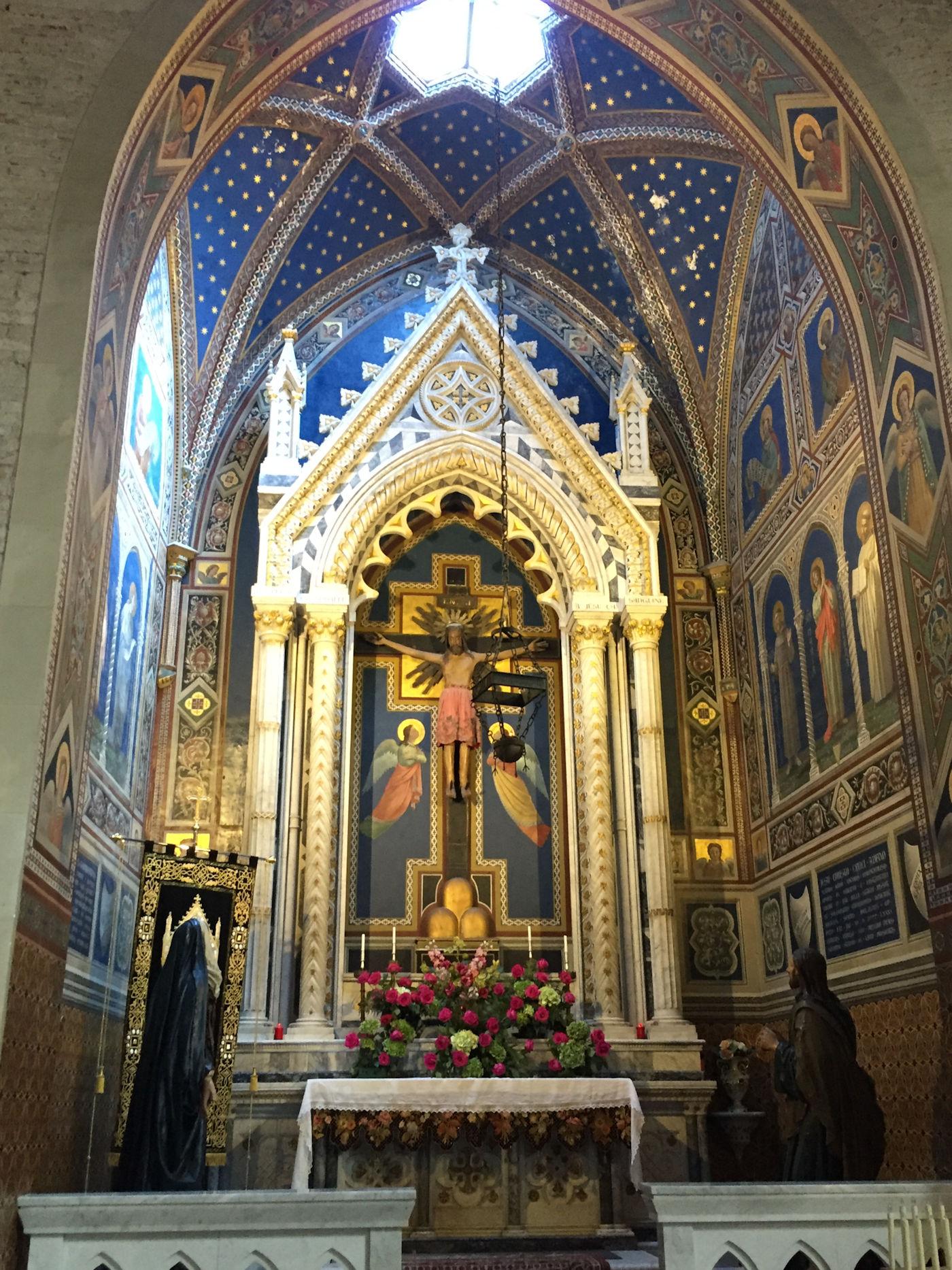 In camper nelle Marche Osimo - Cattedrale di San Leopardo cappella del Crocifisso