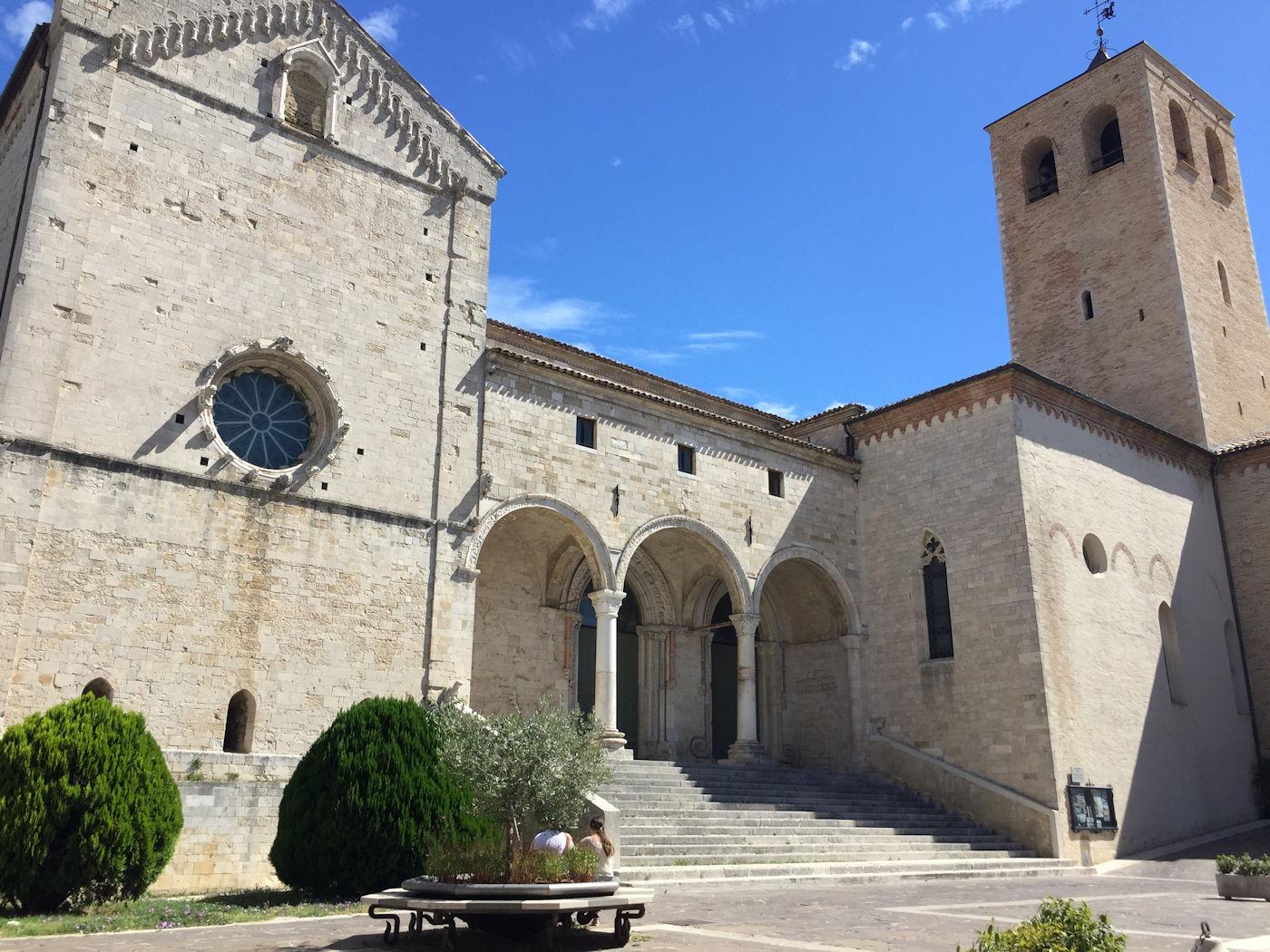 In camper nelle Marche Osimo - Cattedrale di San Leopardo esterno