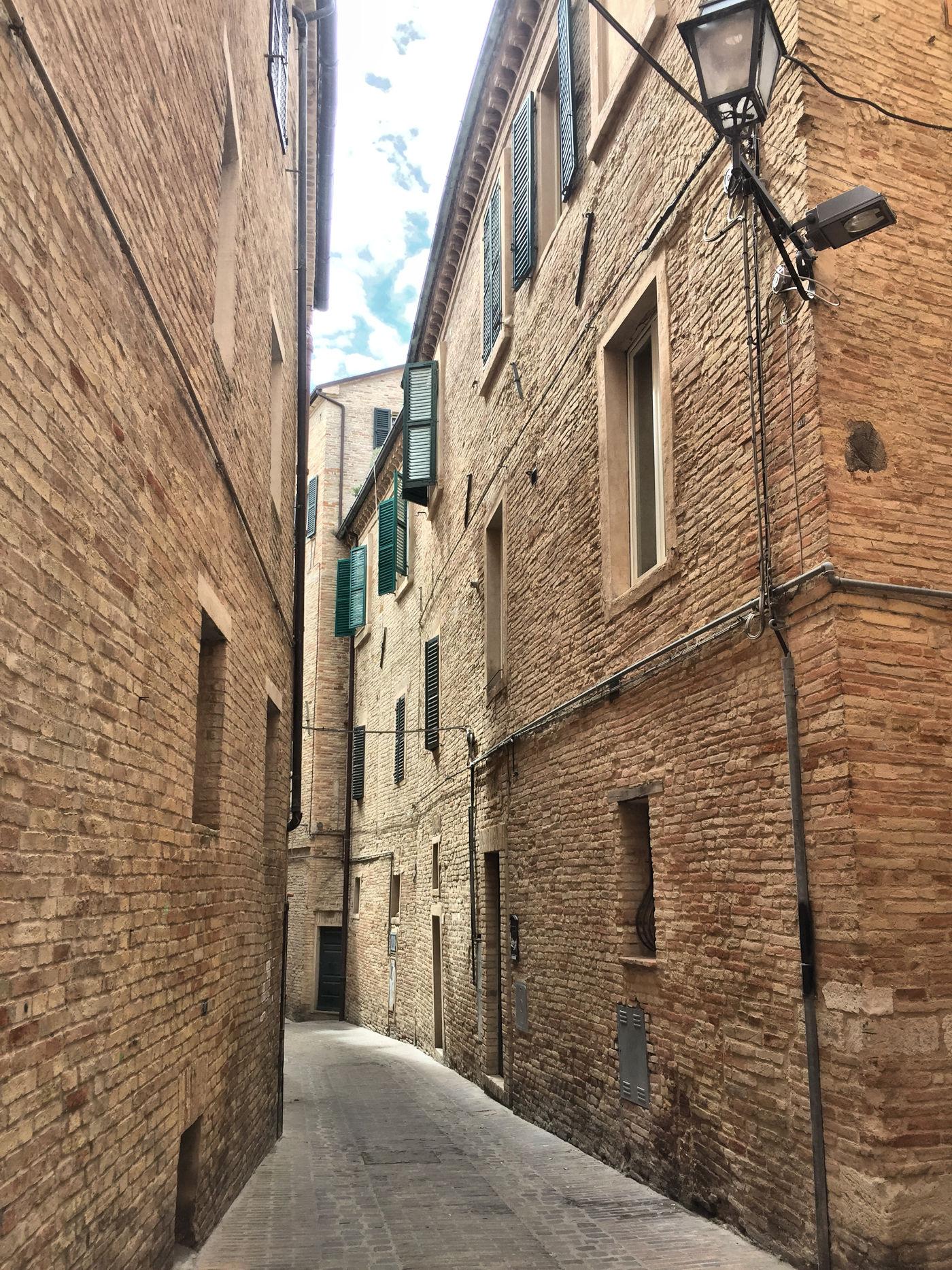 In camper nelle Marche Osimo - palazzi di osimo centro storico