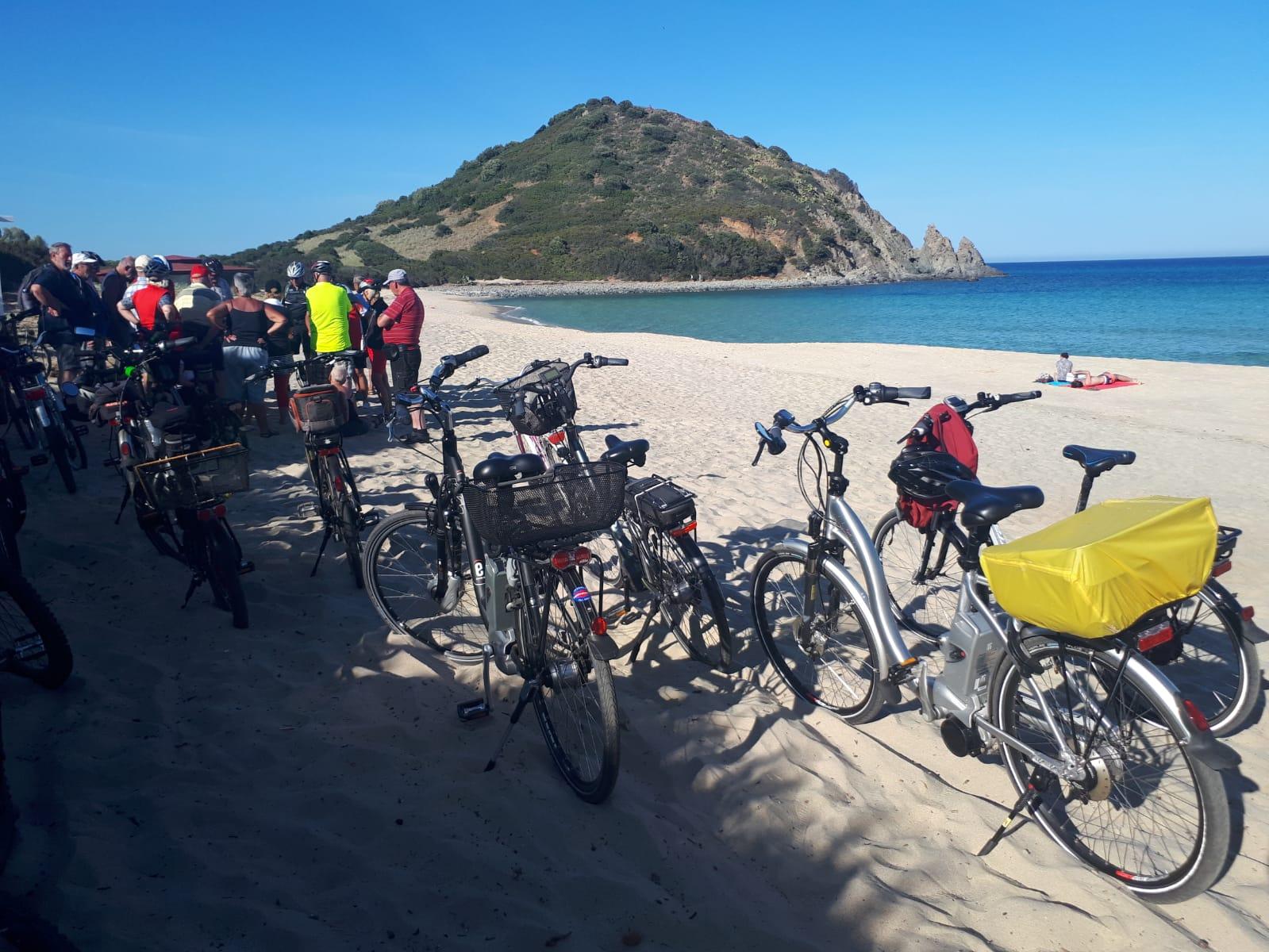Settimane Sarde al Camping Capo Ferrato in Sardegna gita in bici