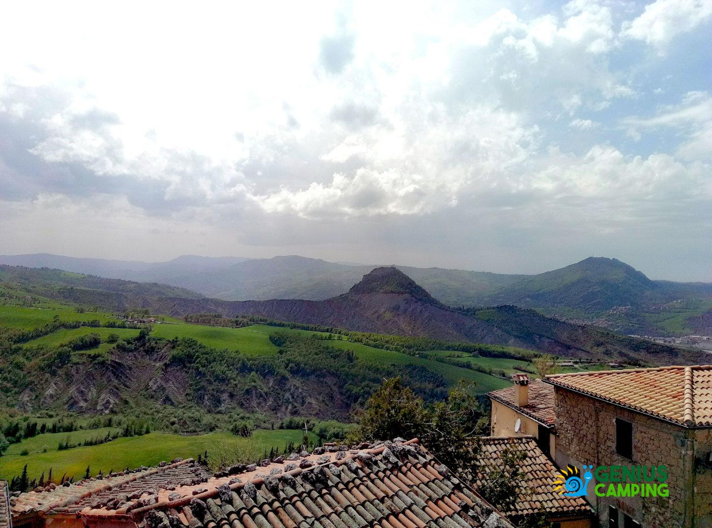 Valmarecchia e Montefeltro La rocca di Maioletto - Panorama sulla rocca