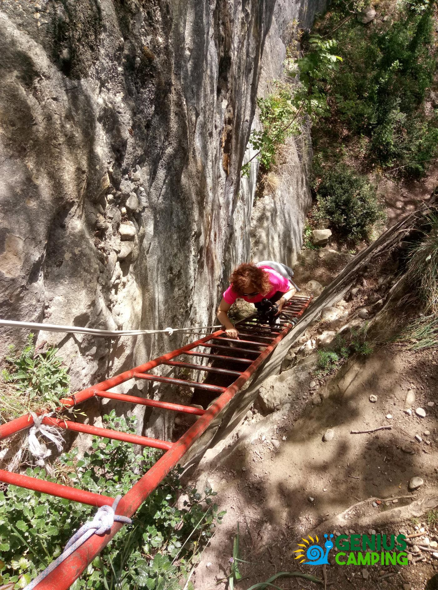 Valmarecchia e Montefeltro La rocca di Maioletto - Sentiero Maioletto scala a piol 2i