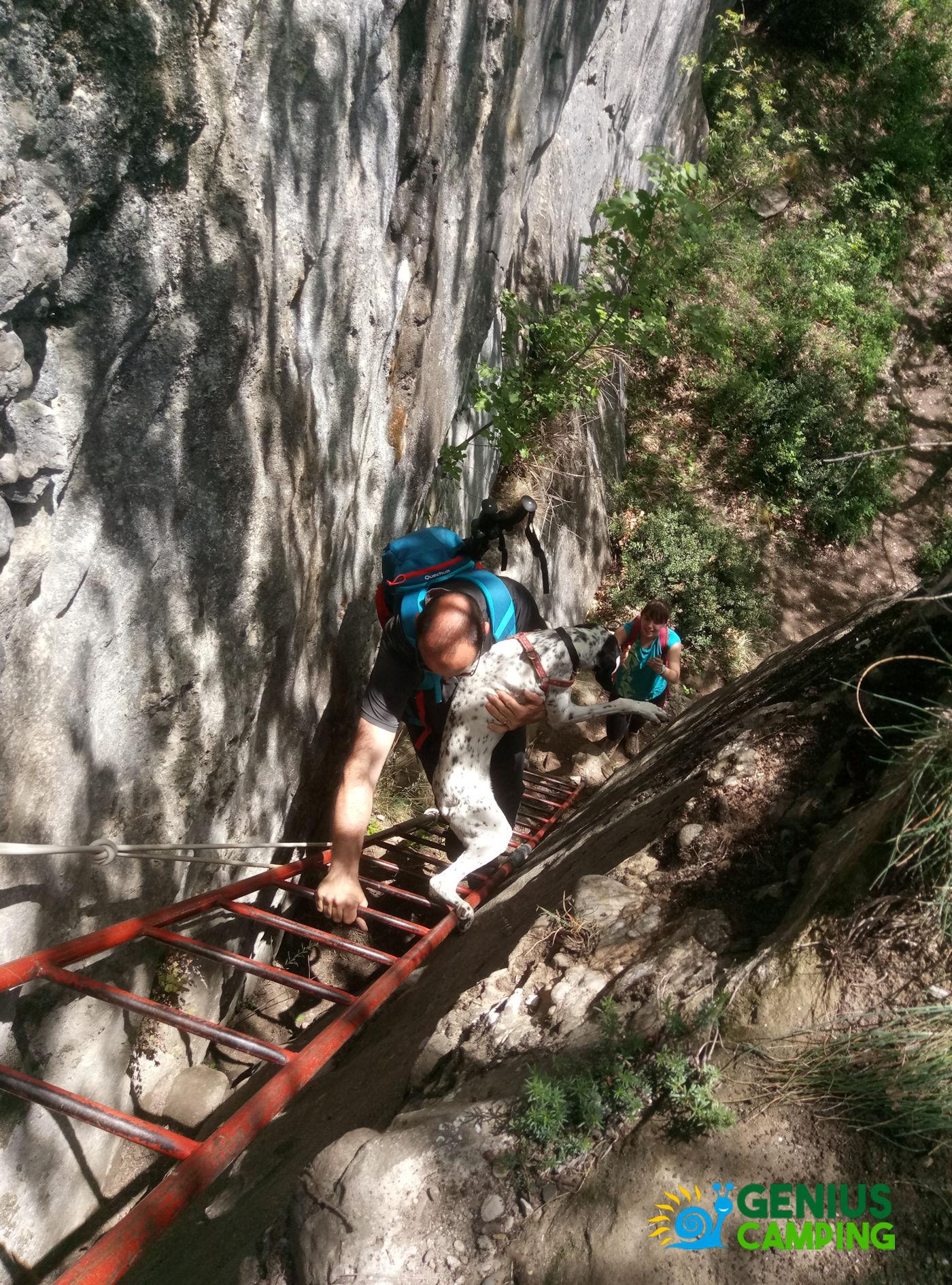 Valmarecchia e Montefeltro La rocca di Maioletto - Sentiero Maioletto scala a pioli