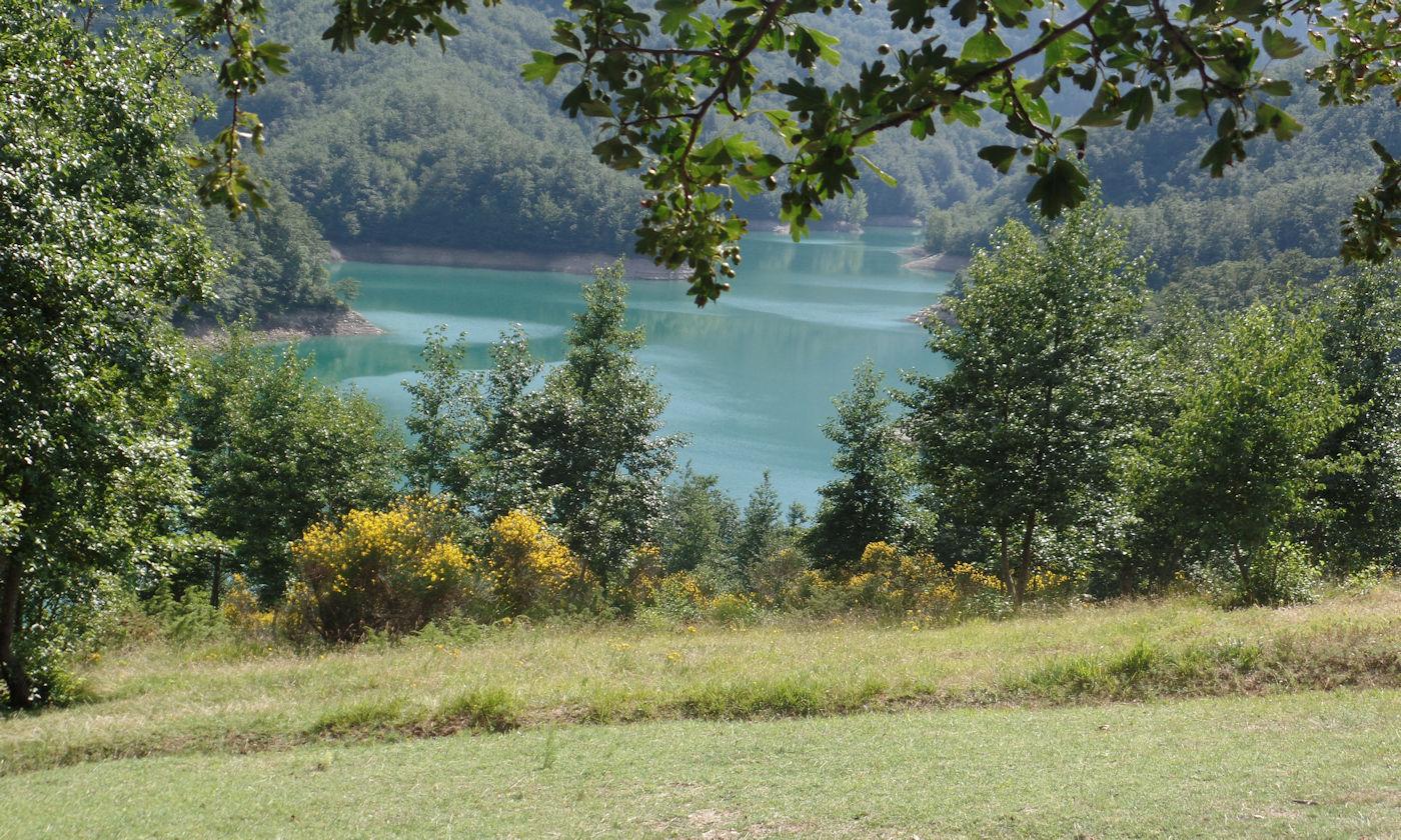 Diga di Ridracoli weekend nel casentino - lago da rifugio